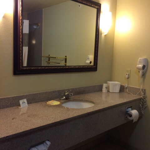 Days Inn & Suites (Room 315) | rainerlife.com